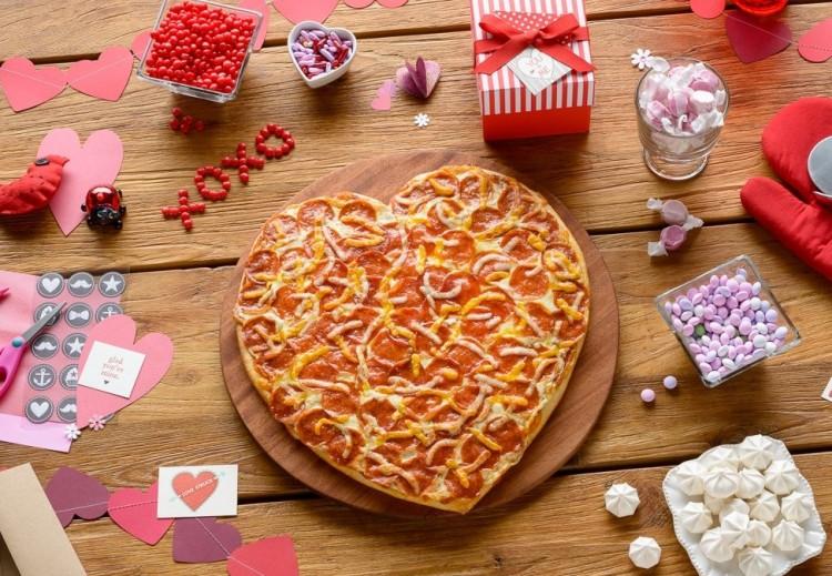 Papa-Muphy's-Heart-Pizza