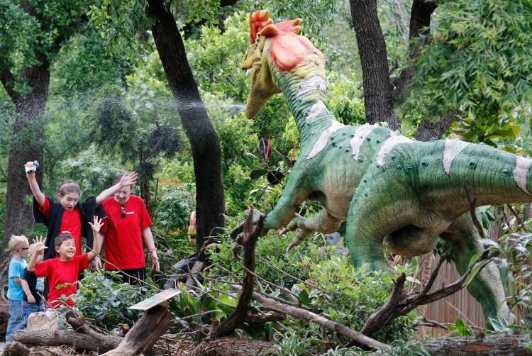Dallas-Zoo-Dinaosaur