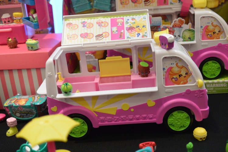 Moose Toys Shopkins Season 3 Scoops Ice Cream Truck Playset