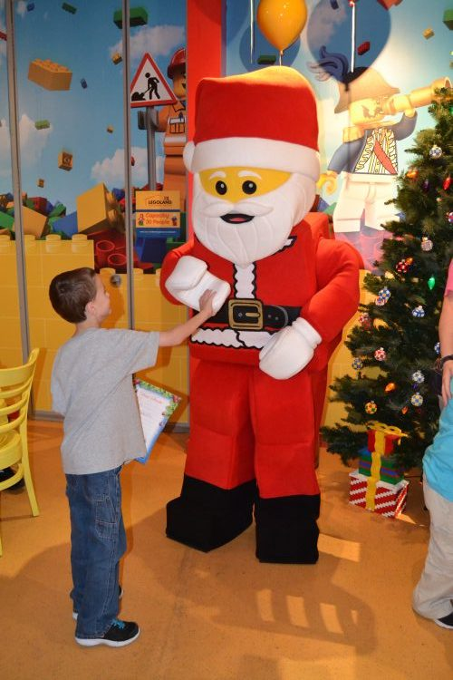 LEGO Santa at LEGOLAND Discovery Center Hi-Res
